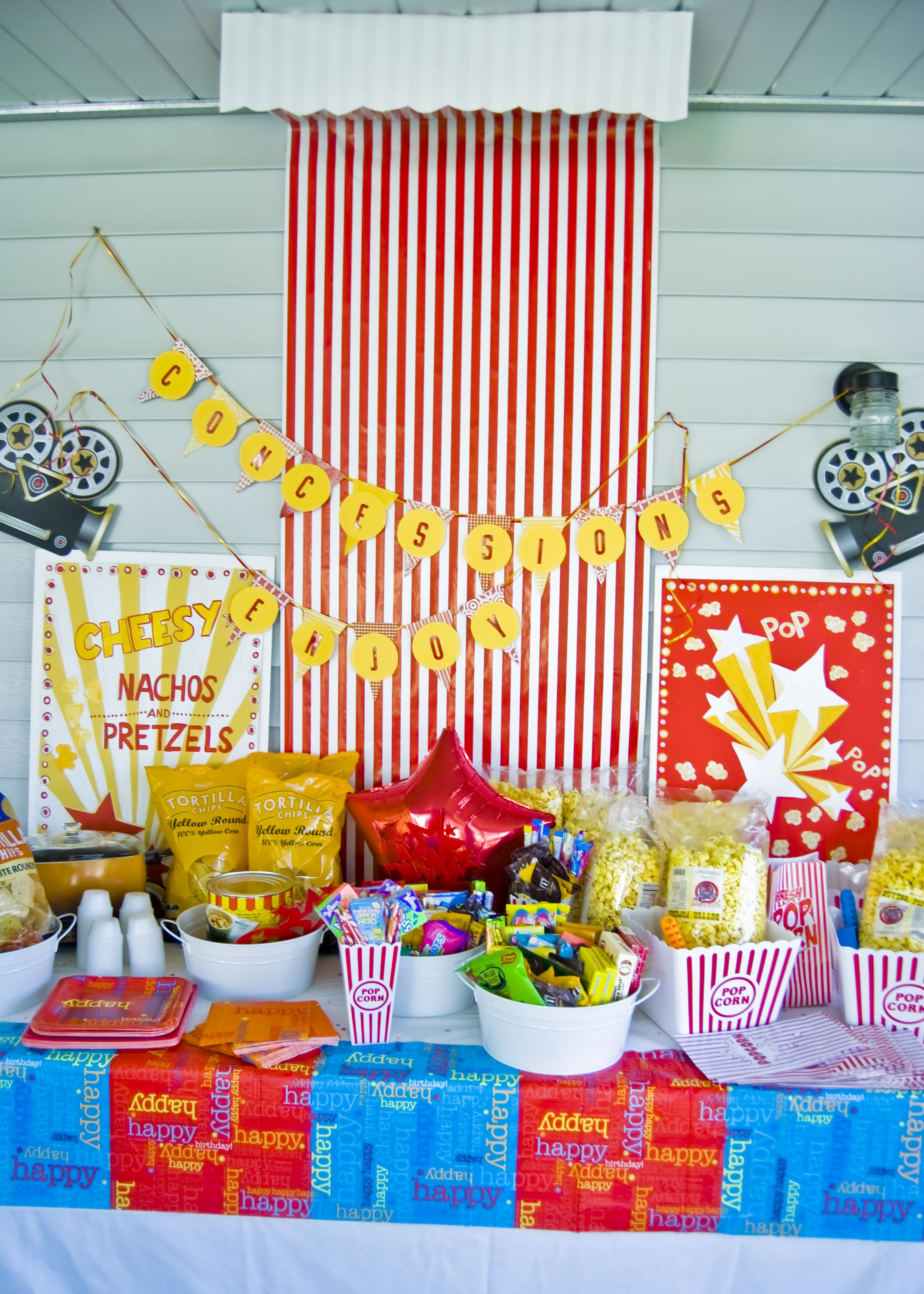 Pin By Mollie Mantia On Outdoor Movie Night Birthday Party Birthday Party For Teens Movie Birthday Party Movie Themed Party