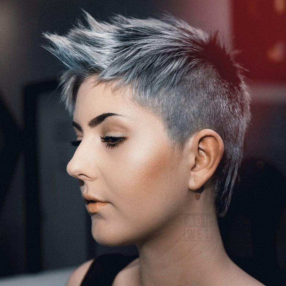 Pin en Idées de coiffures