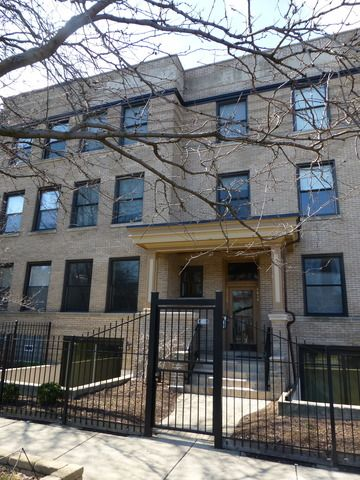 Property 4432 North Dover Street Unit:1S, Chicago, IL 60640 - MLS® #09170216 - Beautiful 3 bed / 2.5 bath, duplex down. Open kitchen features SS appliances, granite, island. Wood flooring. W/D hoo