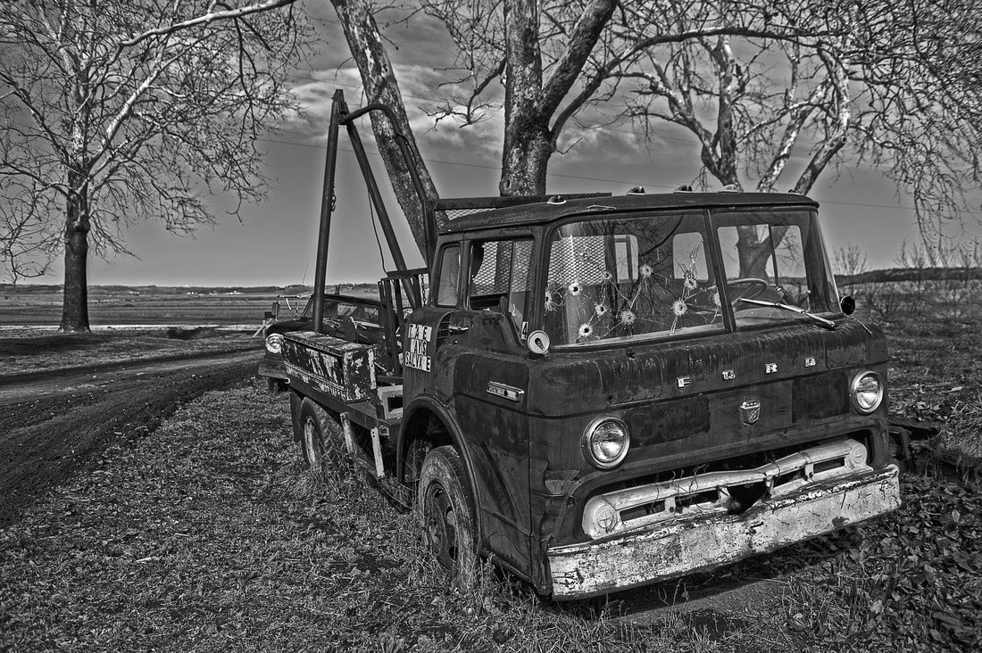 Old Ford Tow Truck.... | Graveyard of Cars | Pinterest | Tow truck ...