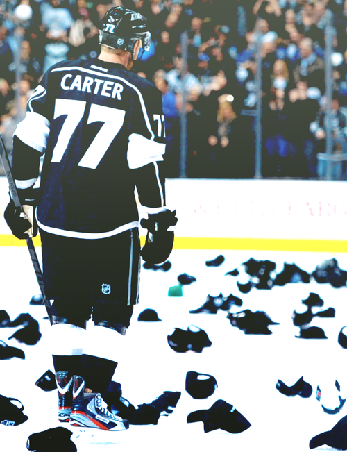 Los Angeles Kings Jeff Carter Scores A Natural Hat Trick On Free Hat Giveaway Night March 4 2013 La Kings Hockey Kings Hockey Jeff Carter