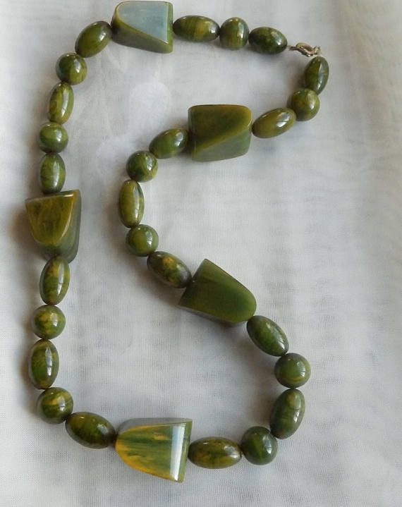 Marbled green/cream spinach yummy Bakelite necklace 18 inches