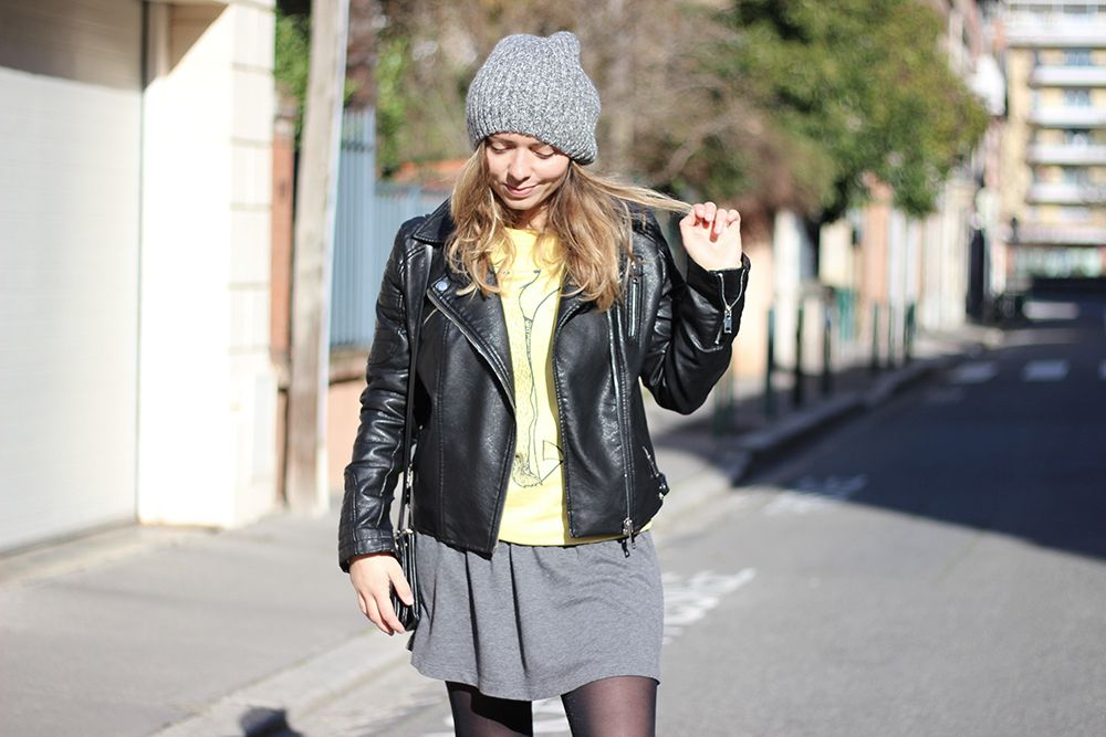 girl outfit yellow sweater perfecto grey dress grey beanie
