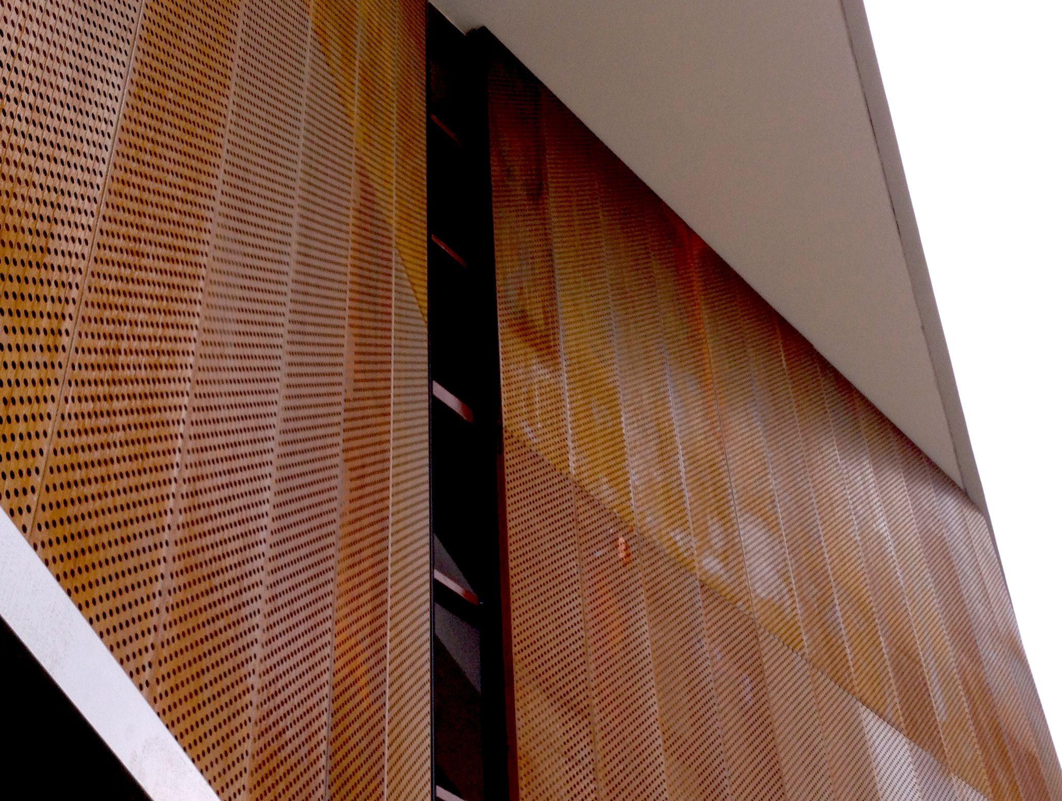Detalle fachada en acero corten perforado arquitectura for Acero corten perforado oxidado