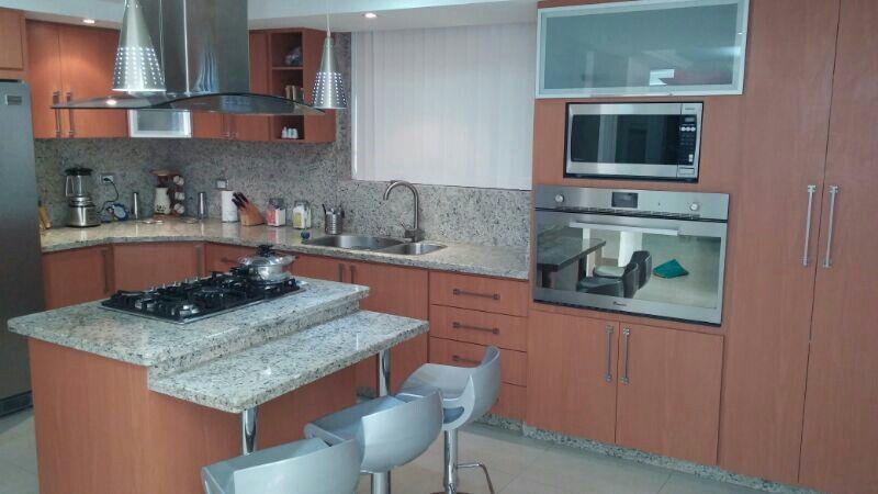 Hermosa cocina de formica color cerezo y tope de granito - Formica para cocinas ...