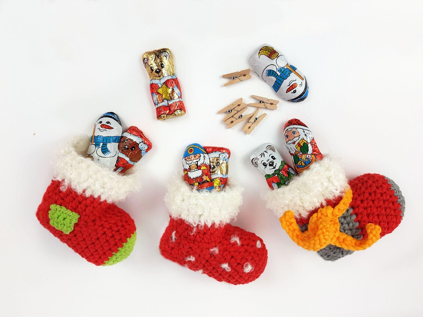 Photo of Kostenlose Häkelanleitung Santa Socken!
