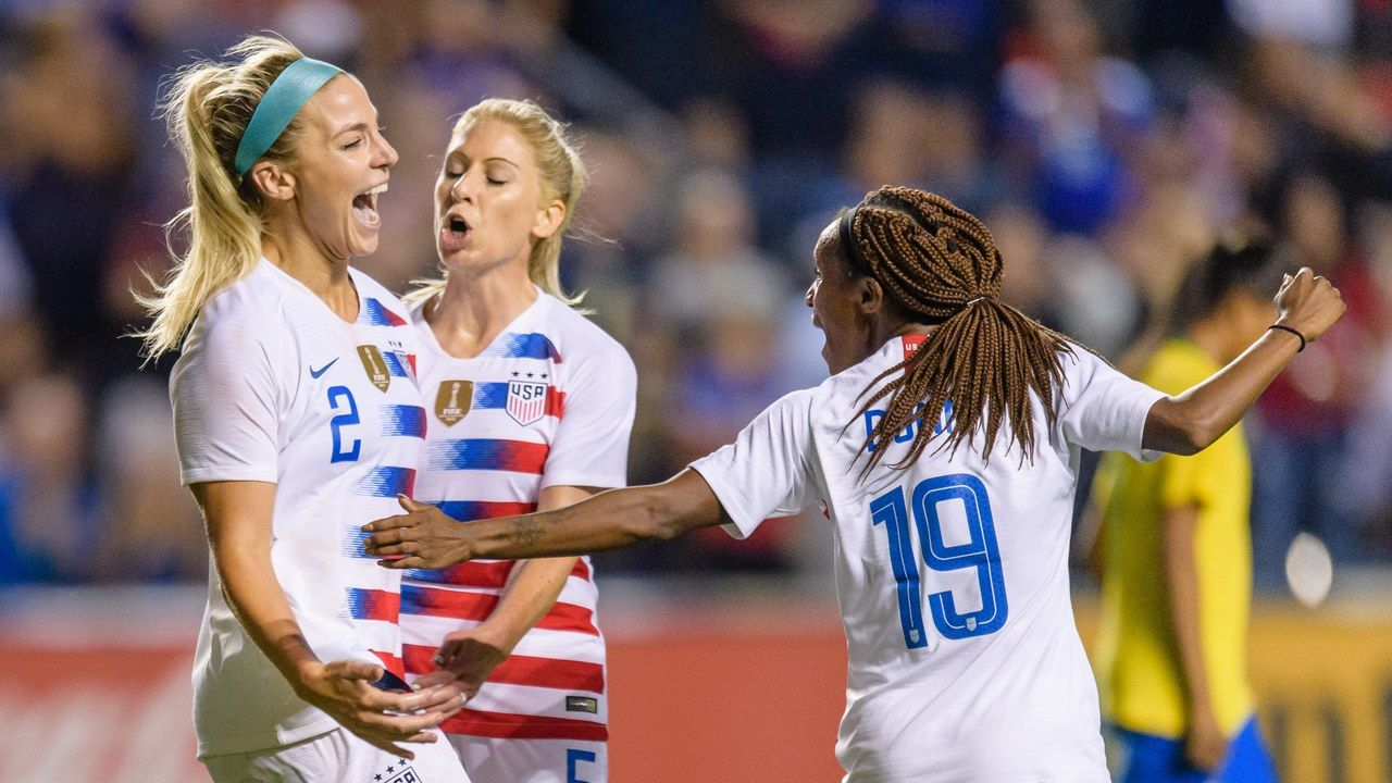 U S Women S National Team Soccer Players Spent International Women S Day Suing For Equal Pay Soccer Players Sport Outfits Gym Soccer