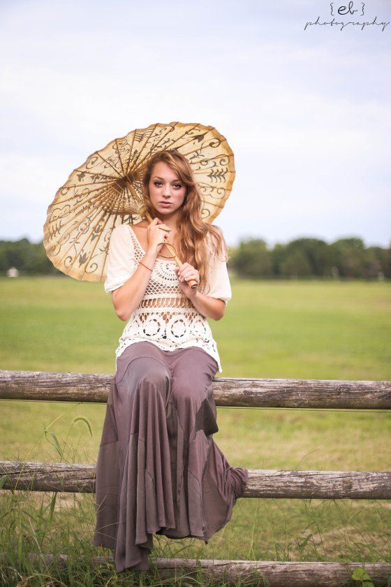 Model photo shoot with a vintage umbrella. More on www.ebphotography.org!