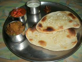 YUMMY TUMMY: Garlic Naan Bread (No Yeast)