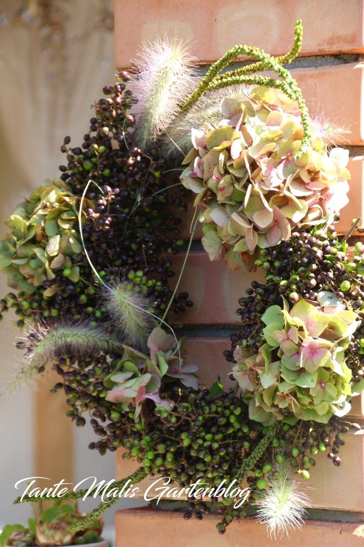 herbstkranz aus ligusterbeeren und hortensien fall decoration pinterest kranz herbst und. Black Bedroom Furniture Sets. Home Design Ideas