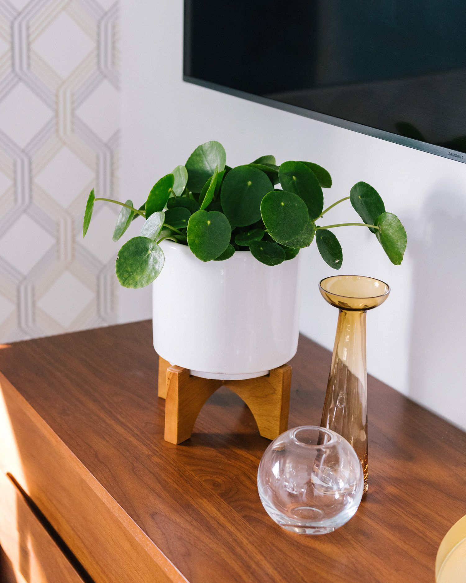 The Kerchum Residence Is A Perfect Mix Of Modern: The Mid-Century Turned Leg Tabletop Planter With The Foundations Collection Pieces Is The