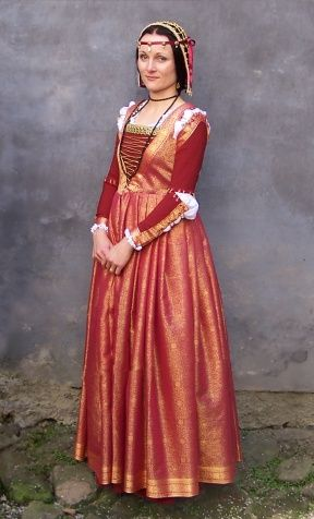Red Italian Renaissance       red gamurra and red and gold overgarment of tue silk brocade according to Italian fashion (1490 - Da Vinci, Pinturicchio). Dress consists also white silk camicia with gold embroidery around neck and writs.     Beautiful headdress created Kristyna Lagova.