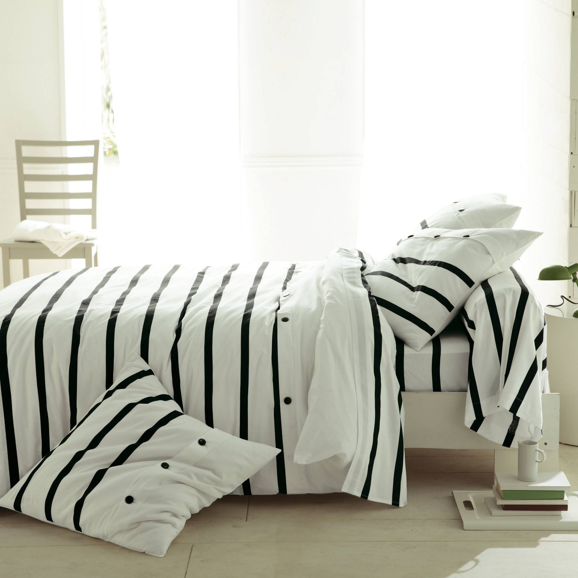 Modern Bedding Sets, Bedroom Interior Trends 2012 (Diy Pillows Black