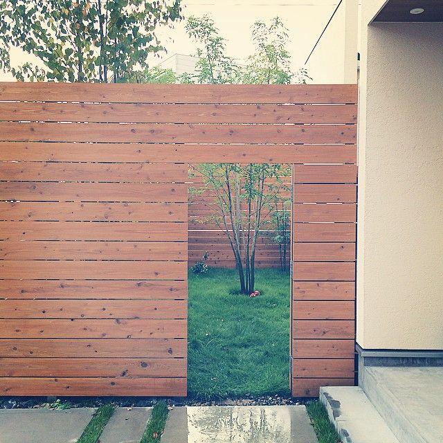 かまち On Instagram 家 我が家の庭は目隠しで2mの板塀でコの字で