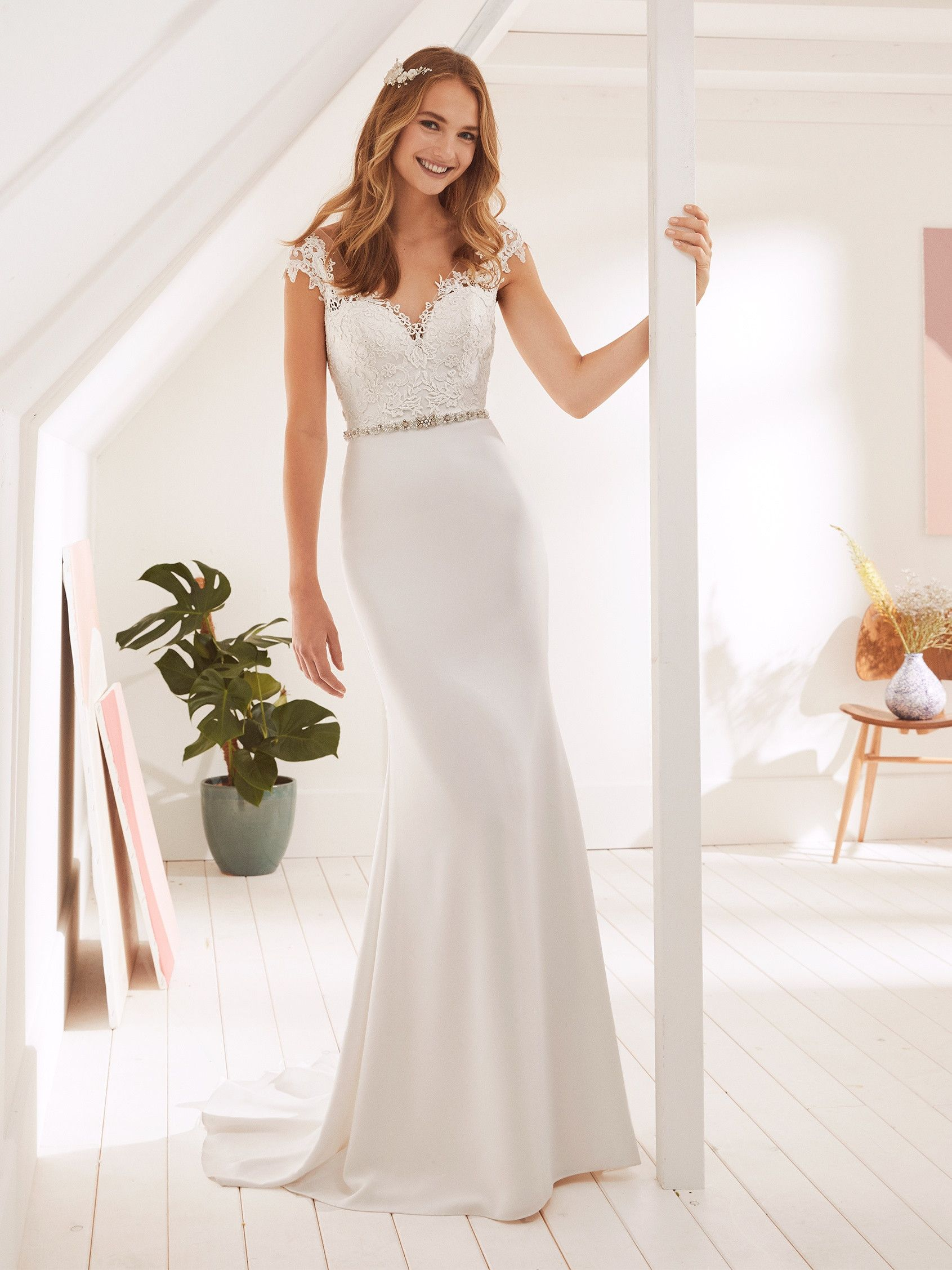Orson Wedding Dress In Crepe With V Neck And Mermaid Silhouette Wedding Dresses Pronovias Wedding Dress Wedding Reception Dress
