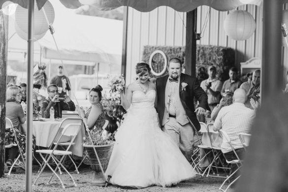 Tori Jeremy Shabby Chic Outdoor Farm Wedding In Xenia Ohio Farm Wedding Photography Farm Wedding Wedding