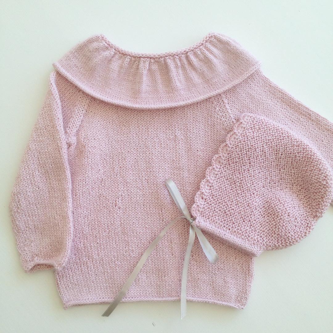 "Another picture of the cute ""prinsegenser"" and baby hat #prinsegenser #prinsessegenser #gustavogberta #strikktilsmårollinger #sticka #strikking #strikkedilla #strikkeinspo #strikkemamma #strikktilbaby #strikktilbarn #strikktiljente #jentestrikk #iknit #iloveknitting #knitting #knitaholic #knittedtop #knitforbaby #knitstagram #knitaddicted #knitforgirls #knitinspo123 #knitspiration #babyalpacasilk #dropsfan #rillelue #nøstebarn #babyhat #babyknit"