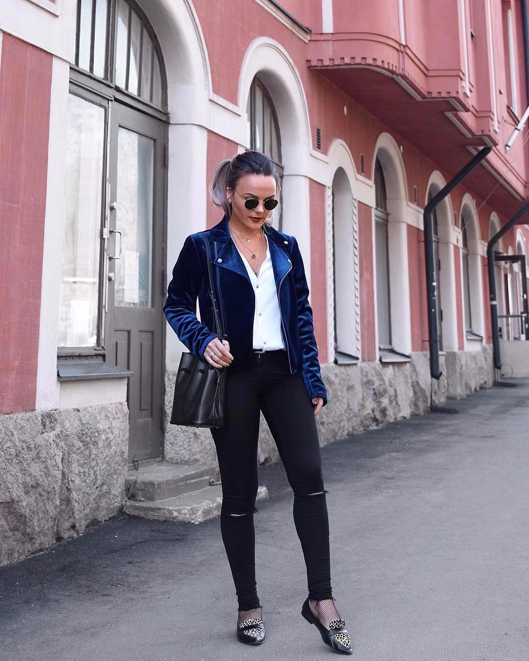 ᶠᴬˢᴴᴵᴼᴺ ᴵᴺˢᴾᴵᴿᴬᵀᴵᴼᴺTakki @wearembym :stä 🖤TOP 5 vaatetta, joihin en pukeudu vuonna 2017:1️⃣ Musta nahkatakki. Tykkään siitä kovasti, mutta 7 vuodessa väsyy. Sitä on ollut jo liian paljon🤷♀️ 2️⃣ Convers kengät ovat siistit ja laadukkaat päivittäiseen käyttöön, mutta päätin, että en osta niitä tänä vuonna💁🏼 3️⃣ Röyhelövaatteet. Röyhelö (ruffle) on hyvin trendikästä nyt, mutta kun minä pukeudun niihin näytän talonpojalta heinänteossa🤦🏼♀️ 4️⃣ Nahkalegginssi -housut. Tämä on jo oikeasti…