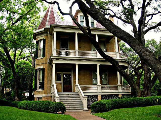 Austin Tx Victorian Austins Downtown Historical District Behind Governors Mansion Homes In Austin Tx Victorian Homes Historic Homes