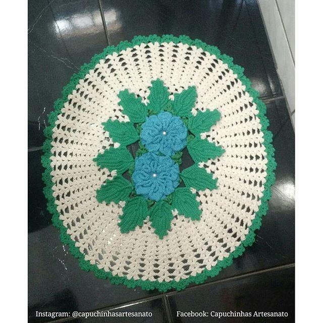 Tapete em crochê: -Dimensões: 72/65 cm Pode ser confeccionado nas cores que você desejar! Para encomendas entrar em contato através dos contados disponibilizados no perfil.