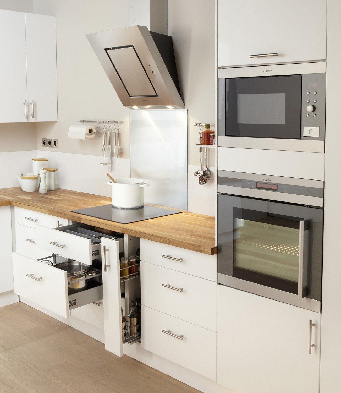 Une Cuisine Aux Rangements Optimises Meuble Cuisine Blanc Meuble Cuisine Cuisine Blanche