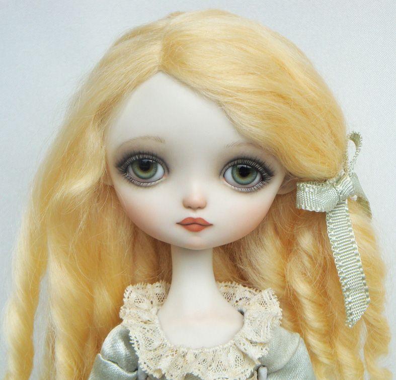 """Dragonfly Works (Ana Salvador) doll """"Julie"""", blond"""