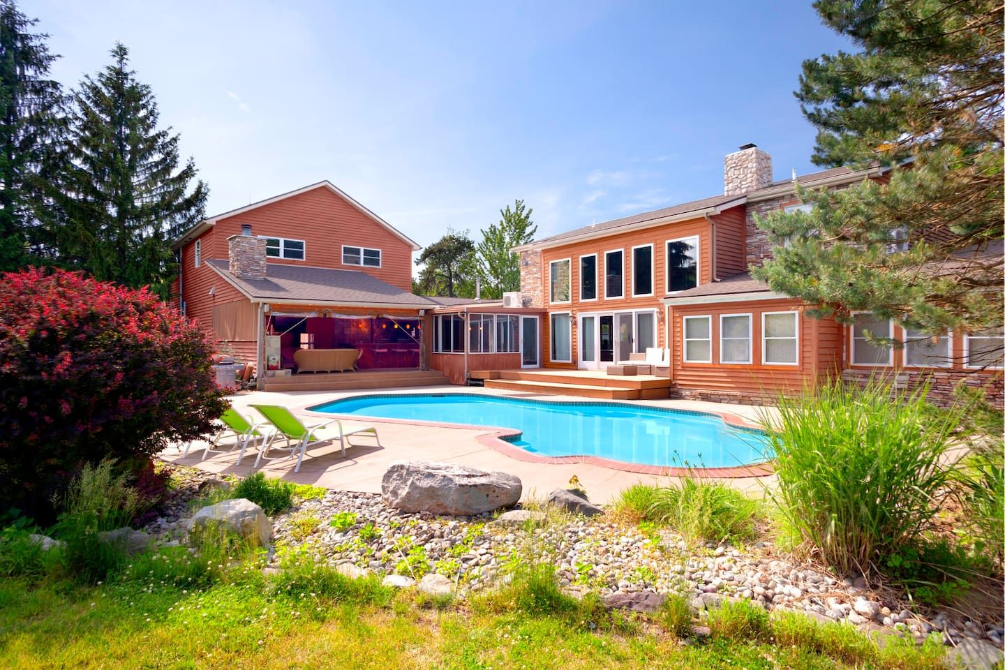Amazing luxury estate with private heated pool houses
