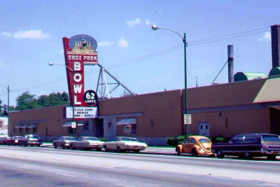 Gage Park Bowl On 56th And Western Just Down The Street From My Home On 53rd And Western Bowled There Often In High Sc Chicago Chicago History Chicago City
