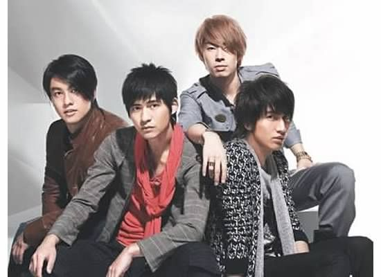 guys styled to look like F4