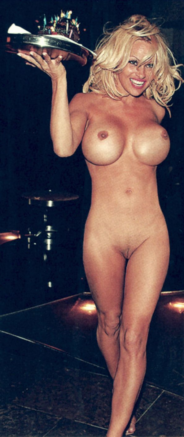 Pamela Anderson compltement nue, la photo hot ! Non