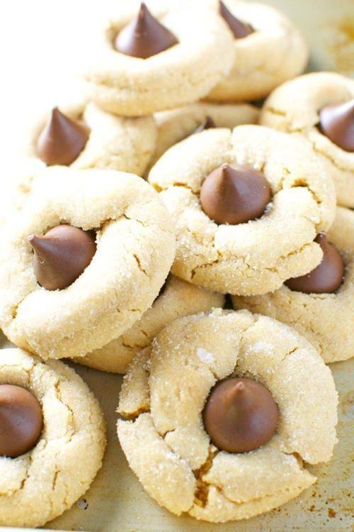 Peanut Butter Blossom Cookies #peanutbutterblossomcookies