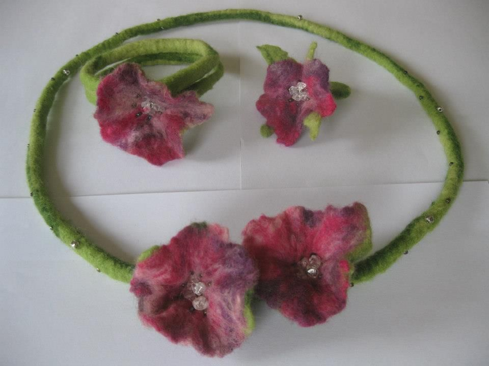 Felting jewellery nacklace bracelet ring flower filzen schmuck Kette Armreif Fingerring Ring