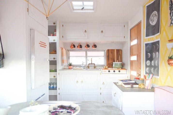 la m tamorphose d 39 une caravane r tro caravane relooking. Black Bedroom Furniture Sets. Home Design Ideas