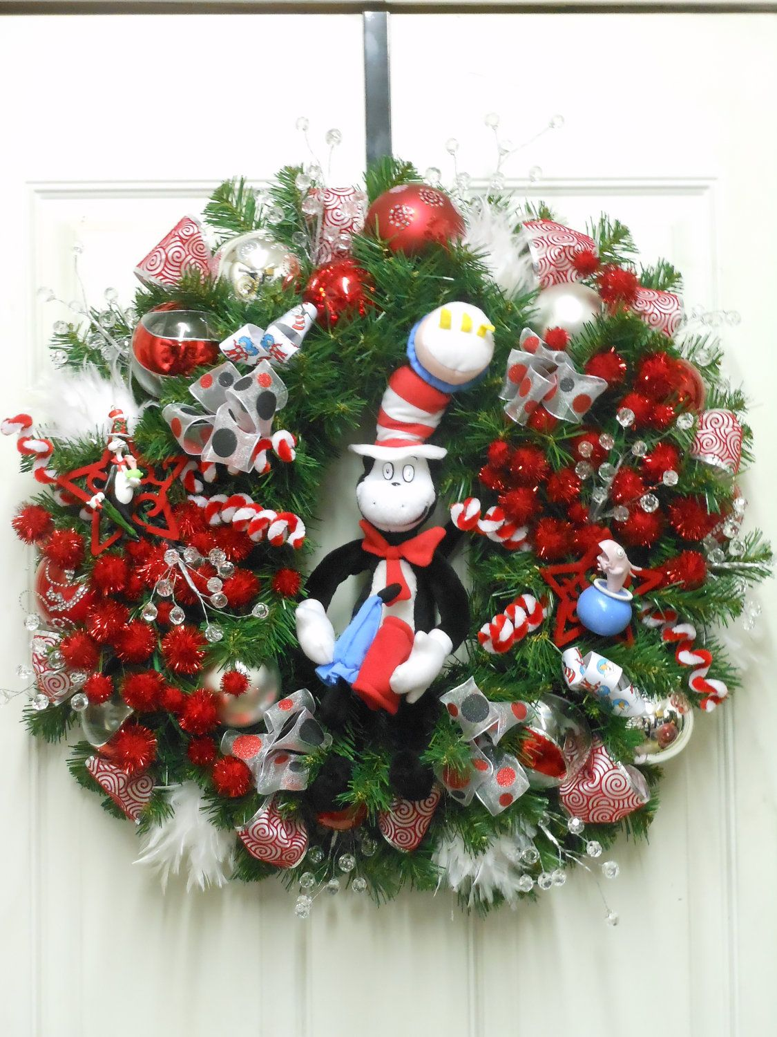 Cat in the hat ornaments - Seuss Cat In The Hat Wreath With Collectible Ornaments Plush Cat
