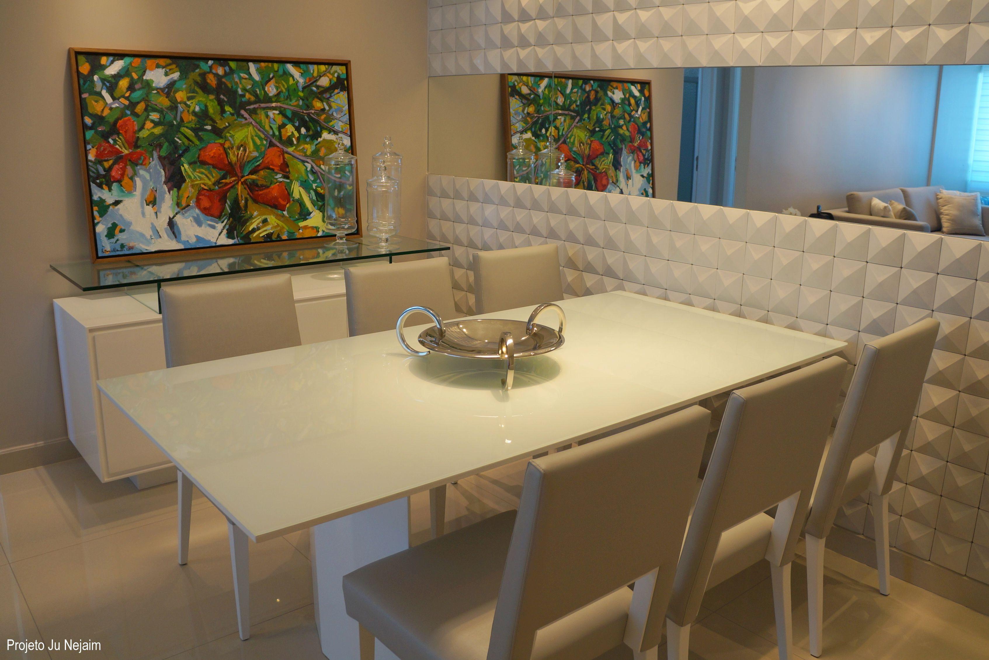 Sala De Jantar Com Parede Em Pedra 3d E Espelho Para Dar Amplitude  -> Sala De Jantar Pequena Com Espelho Na Parede
