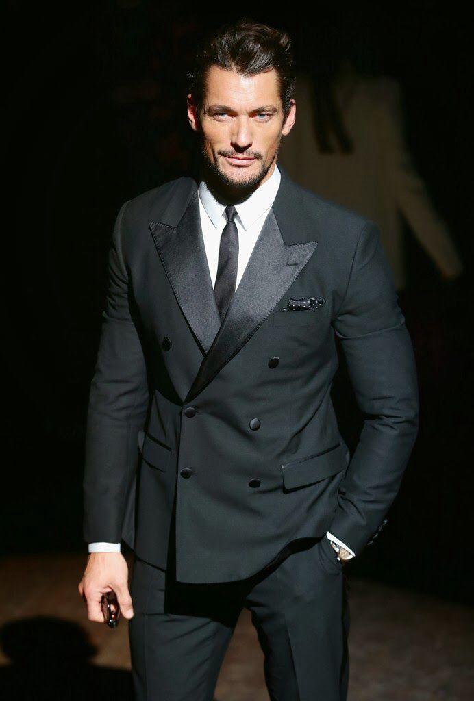 Smoking cruzado, el más elegante de entre todos los trajes de etiqueta.  www.sastreriacampfaso.es
