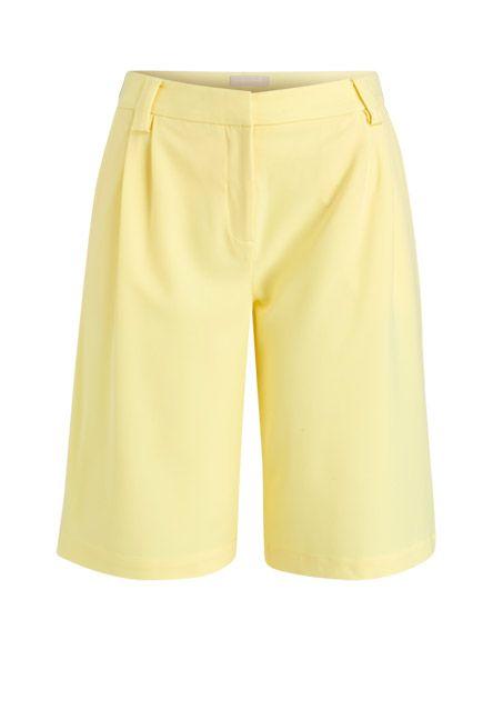 Strahlend wie die Sonne präsentiert sich diese Bermuda-Shorts in unvergleichlicher Verarbeitung. Versprühen Sie legeres Stilbewusstsein an den warmen Tagen des Jahres!
