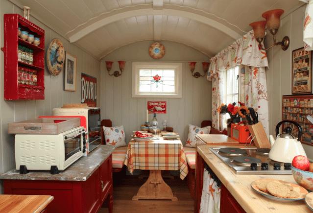 20 cozy tiny house decor ideas - Tiny House Trailer Interior