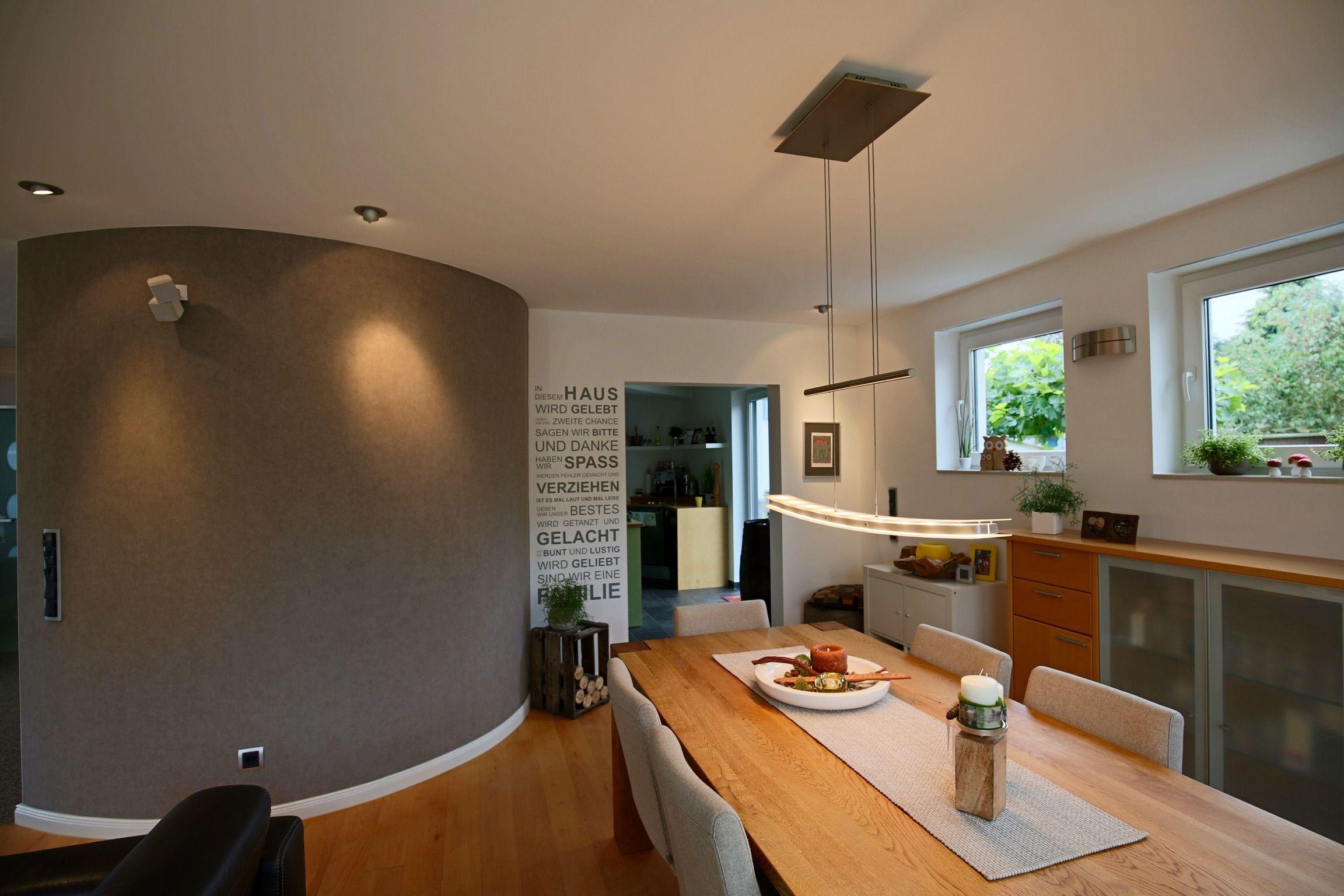 Wohn und Esszimmer mit Designwandbelag Tapete von Omexco