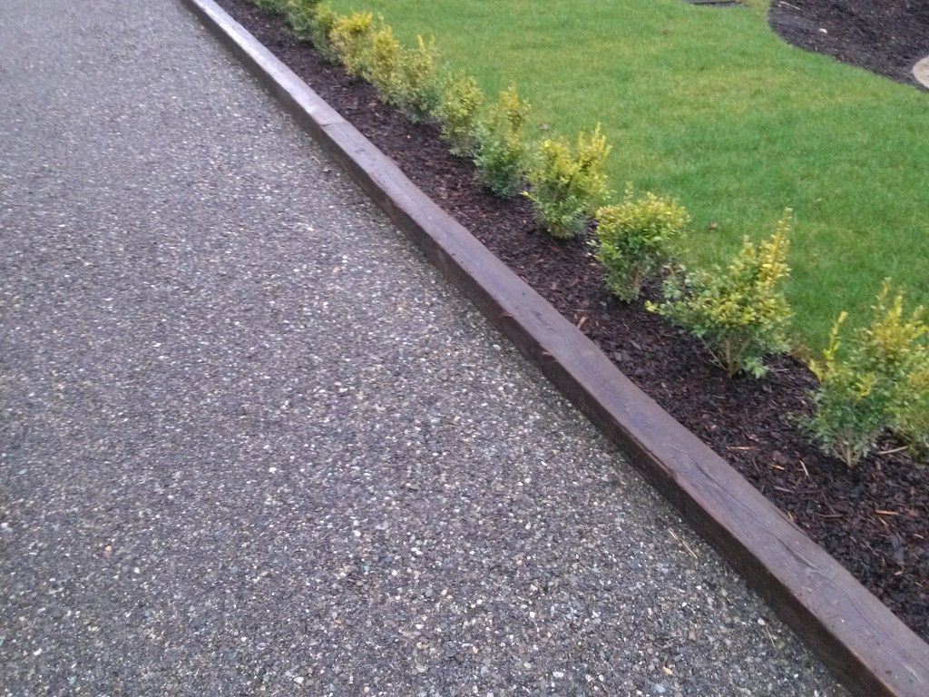Crushed Gravel Driveway With Wooden Boundry Ogrod