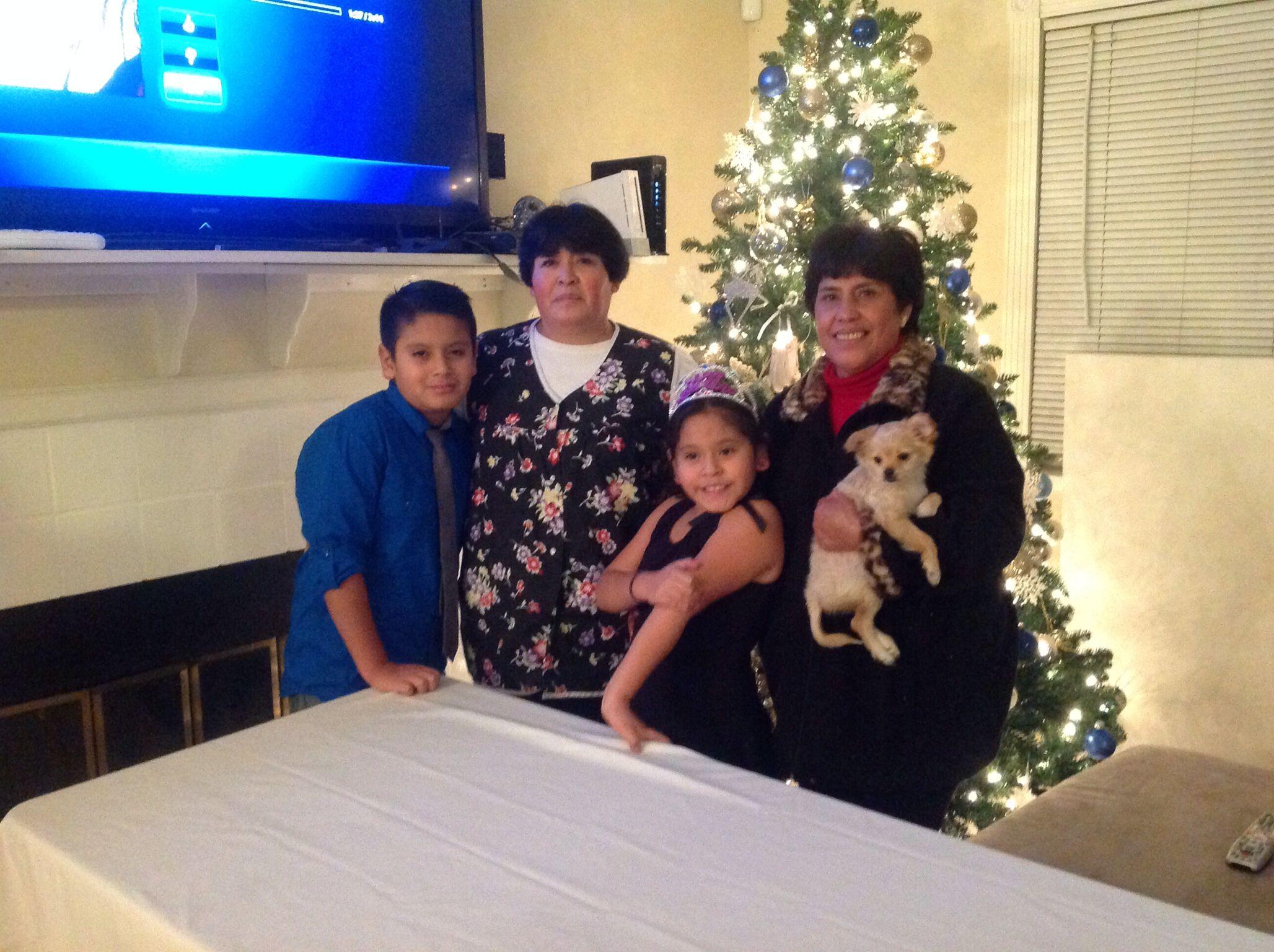 Mi hermana y mis nietos