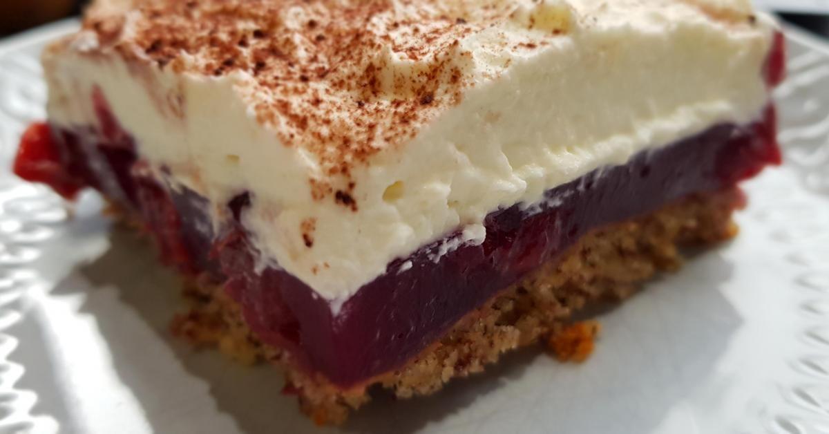 Gewitterkuchen Vom Blech Nuss Kirsch Kuchen Mit Sahnehaube