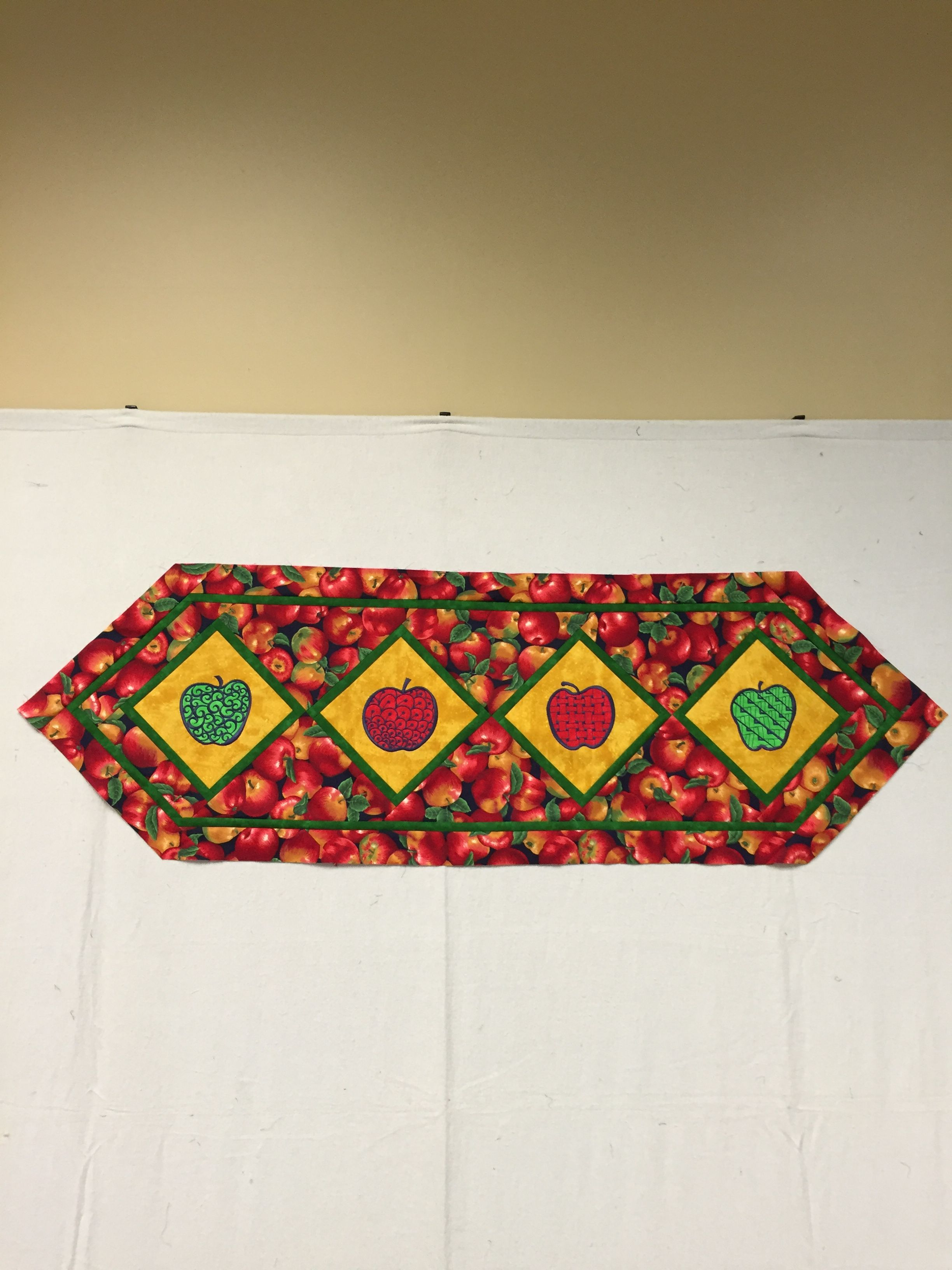 Super Job On This Apple Table Runner By Pammcdannold. San Francisco Stitch  Co.