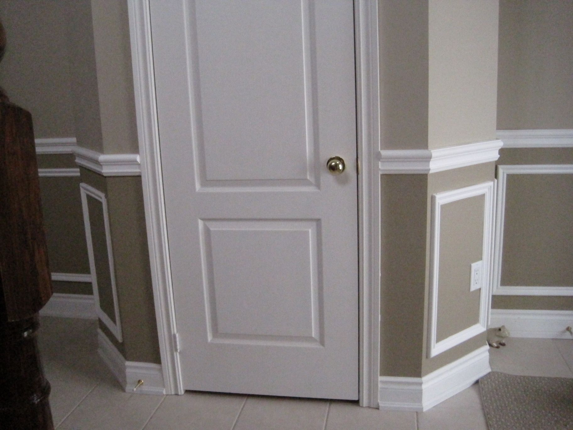 Painting with decorative wall trim wainscotting wall for What to paint trim with