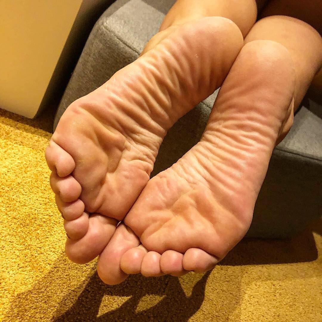 why do people like footjobs