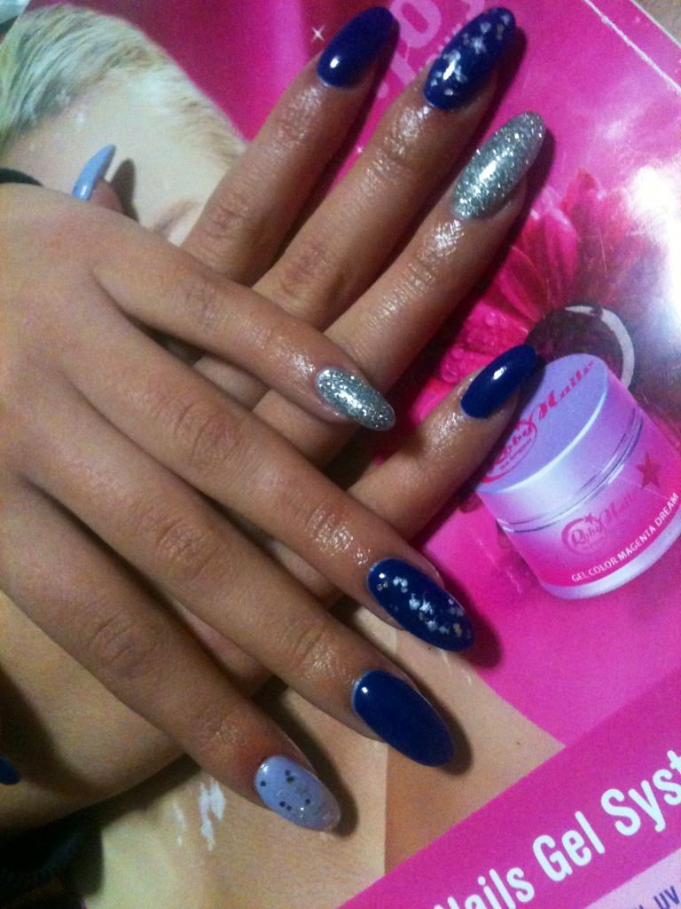 Unghie a Mandorla blu lilla e argento