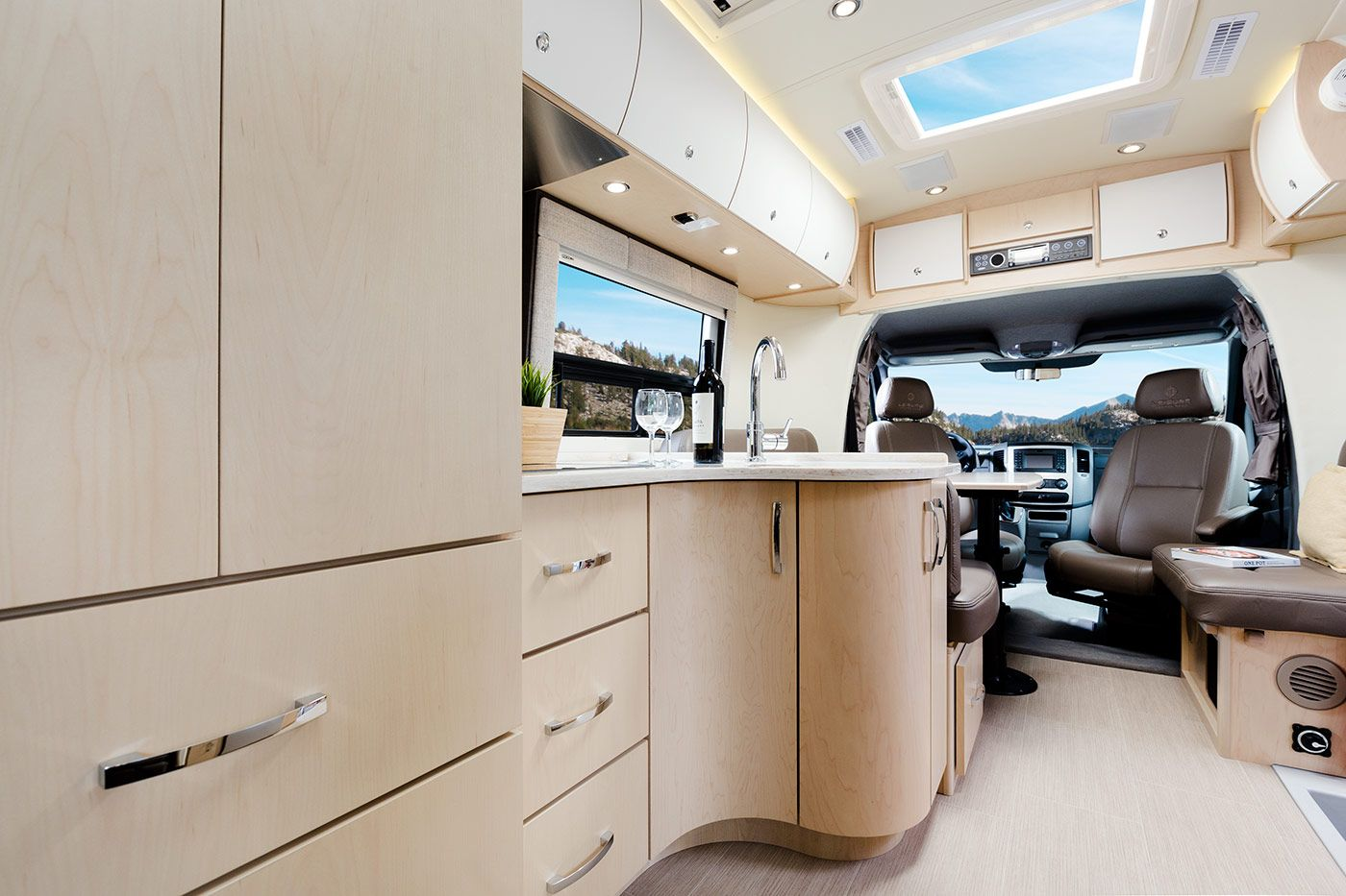 2016 Serenity Shown In Sierra Maple Cabinets With The Optional - Salon Caravane 2016