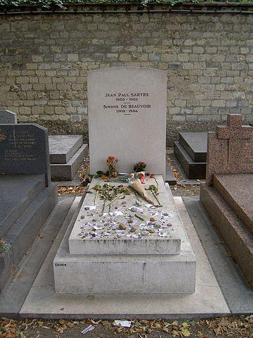 Tombe de Jean-Paul Sartre et Simone de Beauvoir au cimetière du Montparnasse de Paris. #jeanpaulsartre