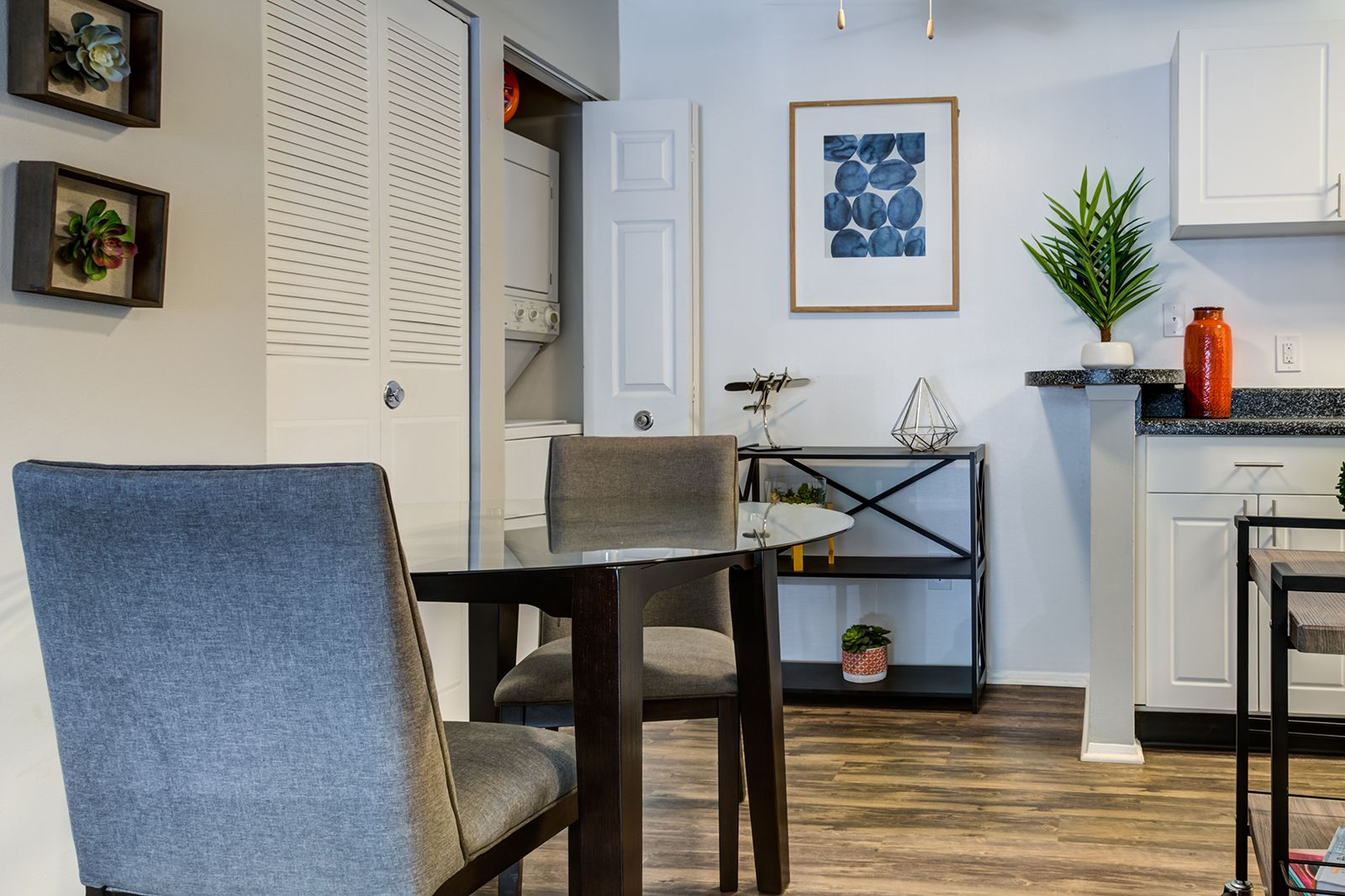 We Offer Pet Friendly 1 And 2 Bedroom Apartment Homes With Spacious Closets Cabinets Private Storage Areas In 2020 Spacious Closets Pet Friendly Apartments Apartment