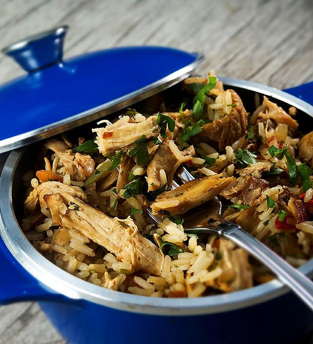 Arroz de galinha: servido em panelinhas, o prato do Restô 607 é úmido na medida e bem temperado (Foto: Rogerio Albuquerque/ DIVULGAÇÃO)